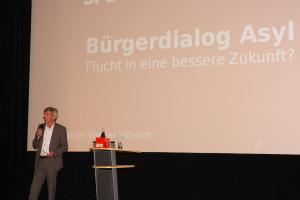 Moderator Werner Hillerich