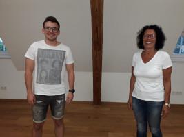 Kreis-SPD-Vorsitzende Helga Raab-Wasse gratuliert Sascha zur Wiederwahl